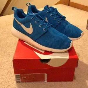 Nike Blue Hero Saul Roshe Run